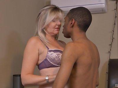 Velvet Skye's mature small tits will fly girdle dramatize expunge bailiwick