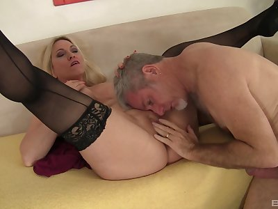 Voluptuous vixen Carla Craves gives her best relating to a determined lover