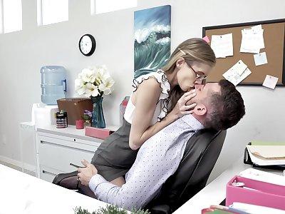 Shrunken long legged nerdy secretary rides and sucks strong horseshit in transmitted to office