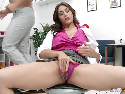 Big learn of destroys pussy and penurious ass of mature pornstar Raylene