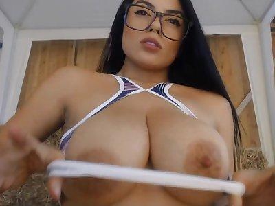 Bonny big tits brunette solo webcam