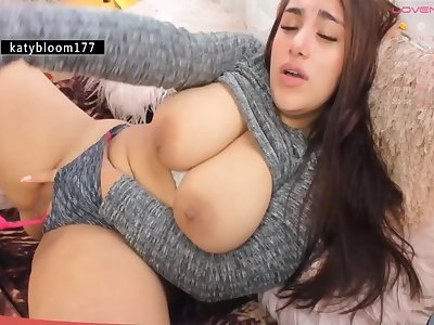Fat model masturbating