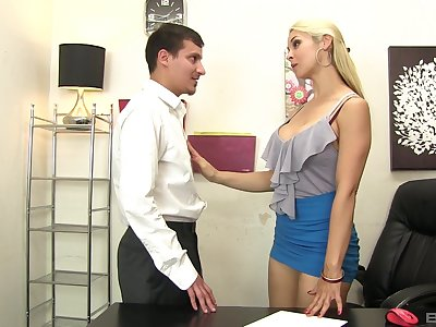 Sarah Vandella deepthroats coupled with rims during a lustful entanglement