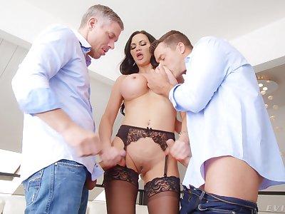 Hardcore MMF trinity with double penetration for Jasmine Jae