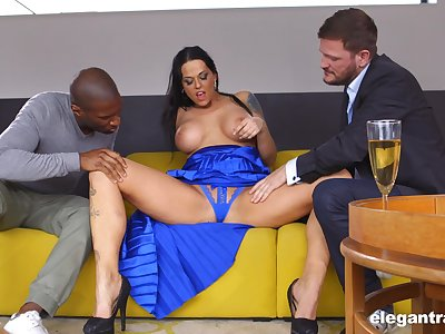 Weighty Hungarian MILF Simony Diamond loves anal sex and MMF threesomes