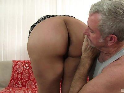 Old man fucks this chubby slut until she starts begging for sperm