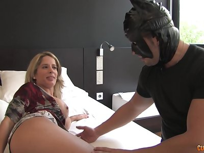 Hardcore fucking between a kinky MILF and a dude helter-skelter a Batman costume